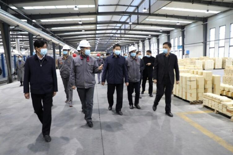 On the afternoon of March 3, Liu Wankang, deputy secretary of the Luoyang Municipal Party Committee and Mayor, and his entourage came to Luoyang Luonexilic New Materials Co., Ltd.